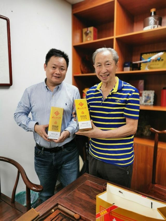 系友陆行根与著名词作家蒋开儒共同创作《坚强的中国》 致敬抗疫中的中国
